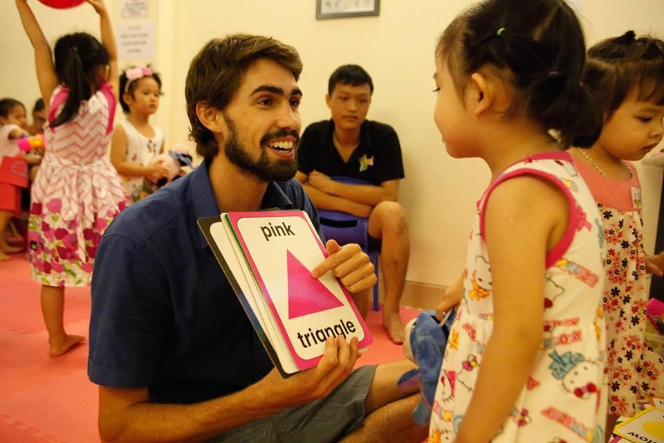 Thầy Teager Tiếng Anh trẻ em qua vận động và trò chơi